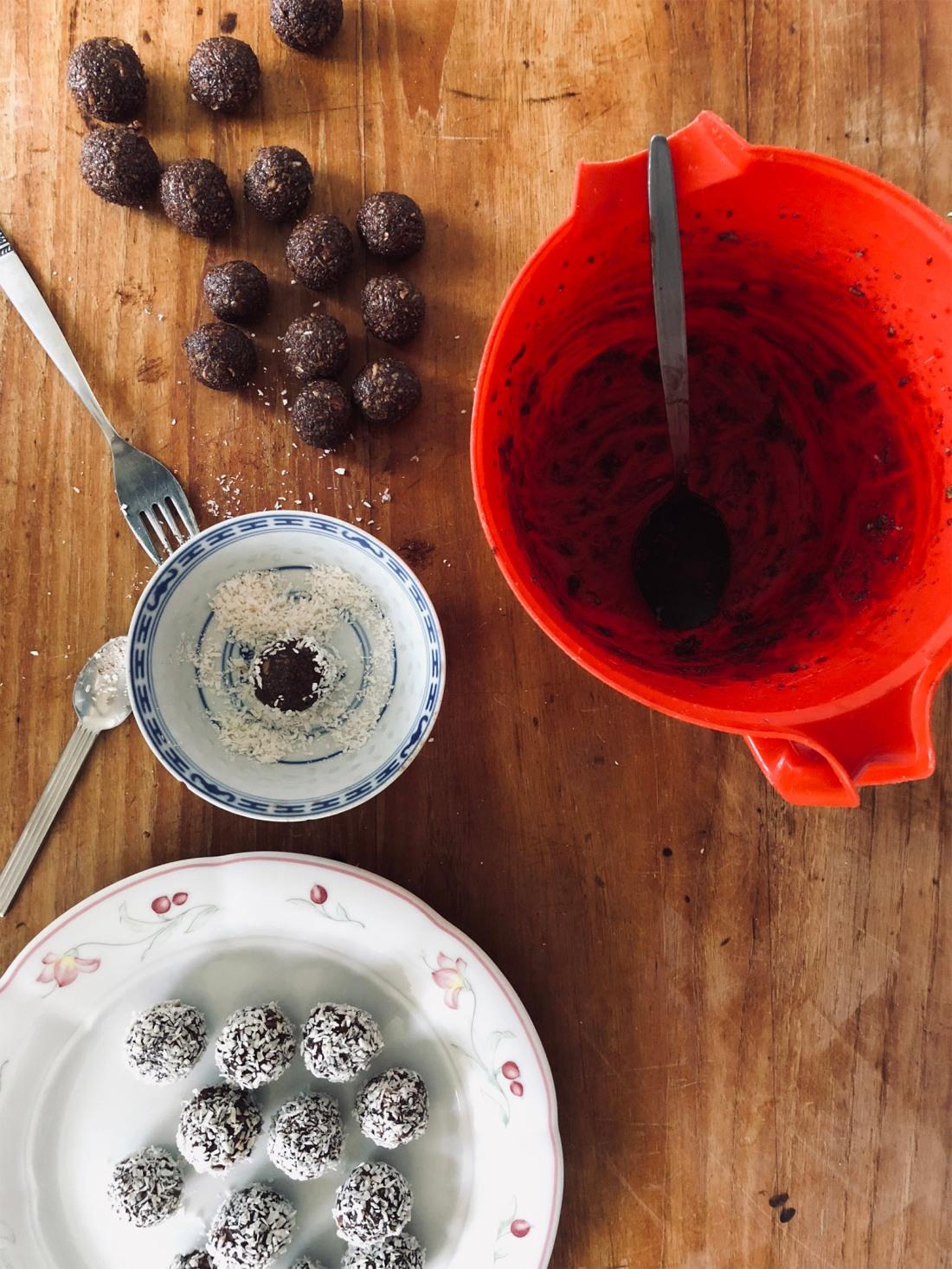 chokladbollar med kokosflingor.jpg